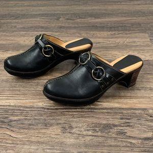 Frye Boots Cheryl triple ring black leather clogs